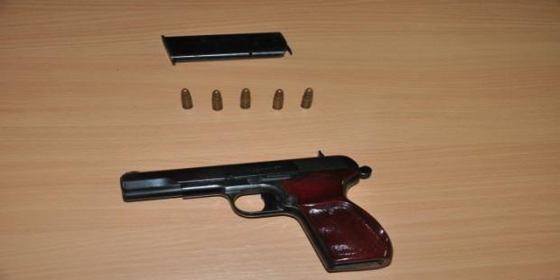 Oduzet pištolj,lice privedeno