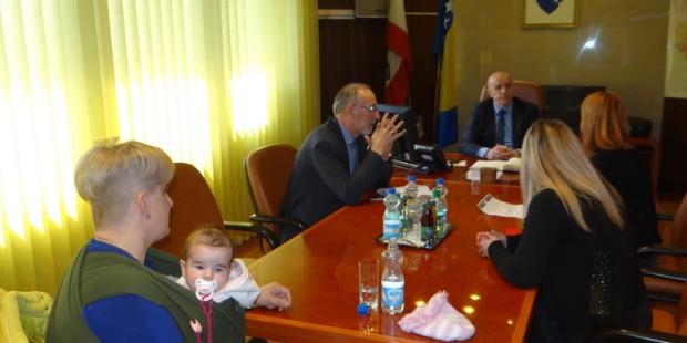 Vlada ZDK daje podršku jednakim pravima porodilja