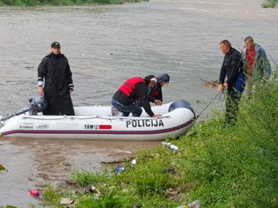 Evakuacija 2 lica sa riječnog ostrva