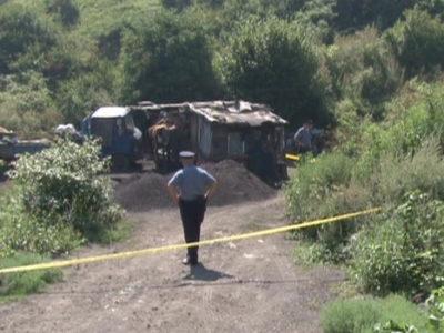 Tri lica smrtno stradala u neobezbjeđenoj jami