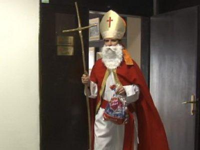 Sveti Nikola obradovao mališane