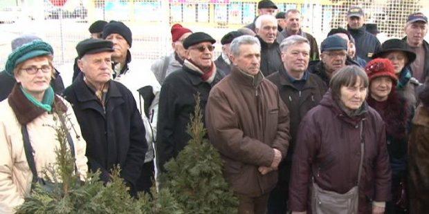Cvijeće na spomen obilježje u KPZ Zenica
