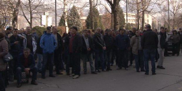 Radnici Željezare i dalje čekaju na pomoć