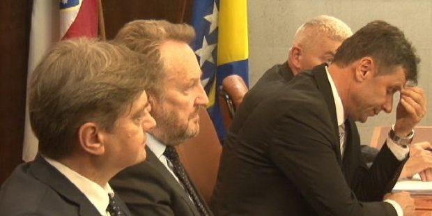 Izetbegović,Zvizdić i Novalić sa privrednicima ZDK