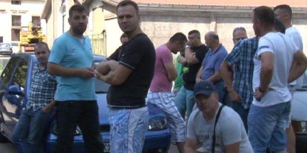Radnici Cimosa i dalje pred kapijom fabrike