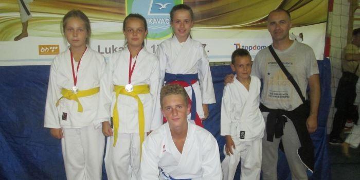 Karate kup Lukavac Open: Sedam medalja za zeničke karatiste