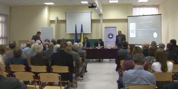 U Zenici promovisana knjiga kolumni profesora Slave Kukića