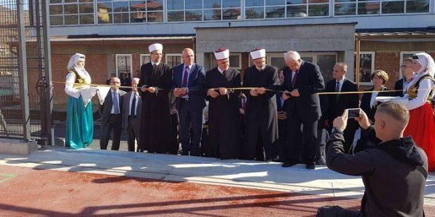 Reis Kavazović i premijer Galijašević otvorili sportski teren u Medresi u Visokom