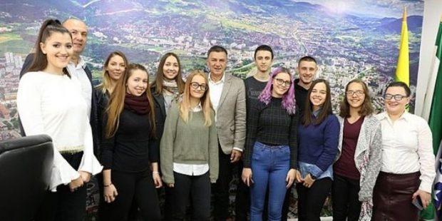 Zenički srednjoškolci volotirali u Gradskoj upravi